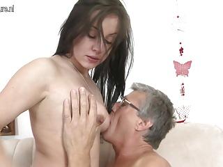 Dad fucks daughters friend well - XVIDEOSCOM